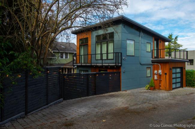 Modern-backyard-Cottage